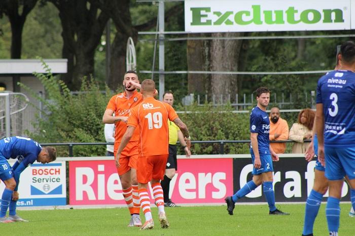 Oktay Ozturk scoort de 1-0 en 2-0 tegen de Treffers tijdens de oefenwedstrijd TEC - De Treffers