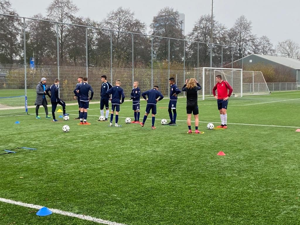 Voetbalschool De Betuwe geeft gratis training aan jeugd van TEC